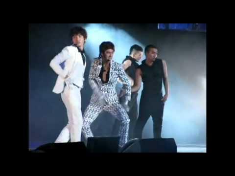 TVXQ ユノとチャンミンのステージを支える弟たち(SMT in LA)