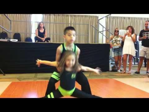 Deca plešu salsu