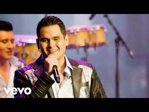 Banda Los Recoditos - Me Está Gustando (En Vivo)