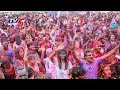 1,000 students celebrate Holi at one place