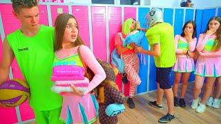 ¡Nueva pareja enamorada en la escuela de Cheerleaders! ¡Diana está abrumada por las emociones!