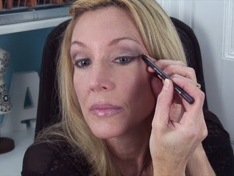 How To Wear Colored Eyeshadow Over 50 Amp Make Hooded Eyes