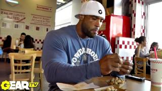 Bodybuilder Juan Morel's Cheat Meal / Refeed Day Part 2: Burgers, Fries & Peanuts!
