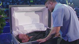 the-undertaker-interrupts-his-funeral-smackdown-sept-23-2005.jpg