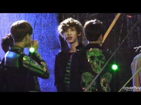 [fancam] 120613 D.O. fixed Chanyeol's mic and EXO-K dancing