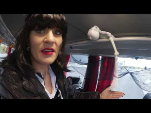 Bente Schramm förvandlar bussen till en spökbuss