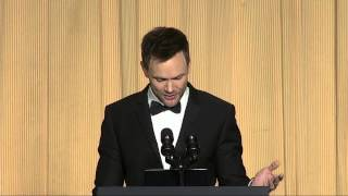 Joel McHale's 8 funniest jokes in 3 minutes