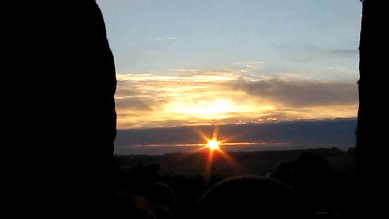 Stonehenge Summer Solstice 2010 Sunrise wow!!! - YouTube