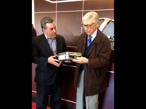 The Amazing Kreskin meets with entrepreneur Tom Maoli on a Super Bowl LII prediction.