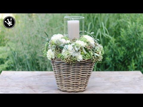DIY - Windlicht mit Hortensien und Beeren im Korb | Floristik | Hochzeitsgeschenk
