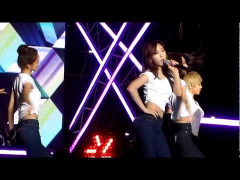 121007 SNSD Kissing You + Oh! Fancam at Gangnam Festival (Yuri Gangnam)