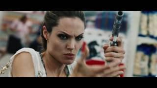 Angelina Jolie in Wanted 2008   dangerous woman (movie scene 1 9)
