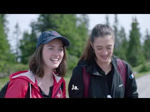 Jostein i Fåvang får besøk fra de franske jentene Marine og Maeva