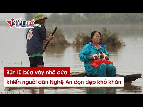 Tâm lũ ở Nghệ An đặc quánh bùn đất sau lũ, người dân dọn dẹp khó khăn
