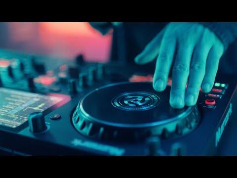 Vidéo Numark Mixstream Pro DJ Controller with WiFi, Speakers, and DJ Performance Essentials