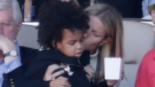 Gwyneth Paltrow Plants a Sweet Kiss on Blue Ivy Carter at Super Bowl 50 -- See the Cute Pic!