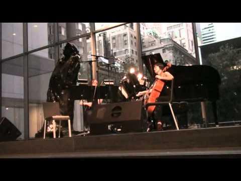 尤虹文: 紐約現代美術館之機器娃娃狂想曲 Mimi Yu