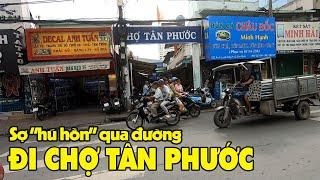 Đi bộ tới chợ Tân Phước sang đường khó như đi lên trời