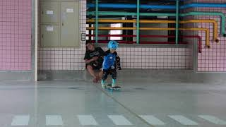 6 year old learns to skateboard (2018-8-18)