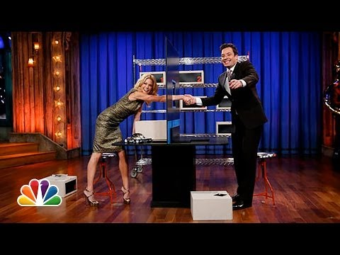 Box of Lies with Julie Bowen (Late Night with Jimmy Fallon)