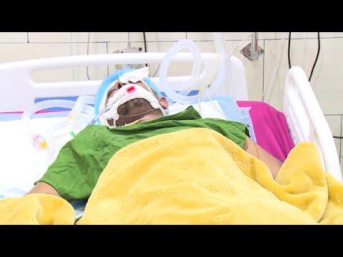 ناشطون حقوقيون واعلاميون يزورون ضابط الارتباط الصليحي في المستشفى بعدن