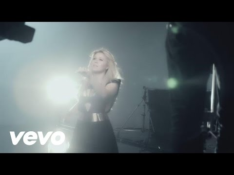 Kelly Clarkson - Behind the Scenes of The Music Video
