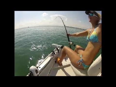 Рыбачка и тарпон
