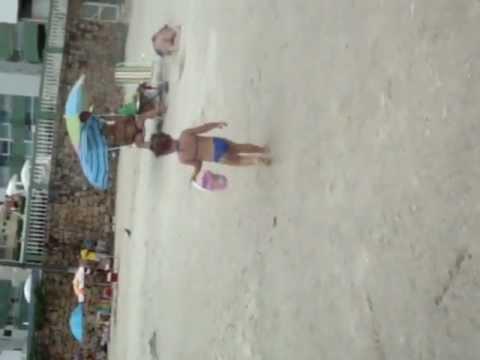 Baixar Ela corre na areia da praia (8) Izabella Vitória em Caragua *