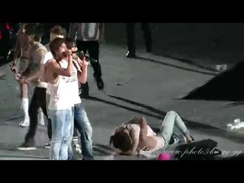 FANCAM | 100821 SMTown LIVE ~ Concert accident (full coverage)