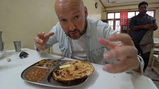 🇮🇳 Trying $1 Punjabi Kulcha // Indian Food Vlog
