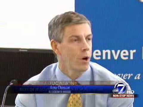 Secretary Arne Duncan visits Manual High School's Future Center