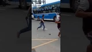 2 Nhà xe khách đánh nhau  team gạch và team song côn