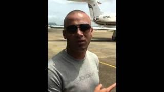 Wisin antes de montarse a su avion privado de camino a NICARAGUA