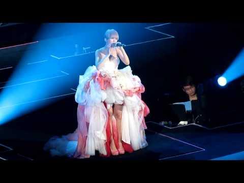 楊丞琳 左邊@HK 為愛啟丞巡迴演唱會(14/12/2012)