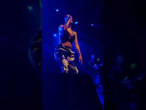 Jorja Smith Live - Blue Lights (Best Performance)
