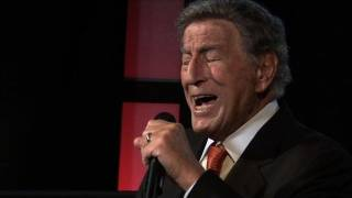 Tony Bennett Performs 'Body and Soul,' Honors Amy Winehouse