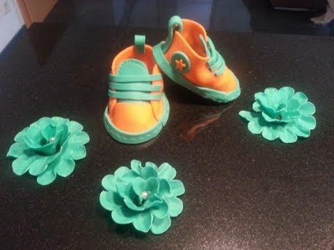 gum paste baby shoes baby schuhe aus fondant tauftorte. Black Bedroom Furniture Sets. Home Design Ideas