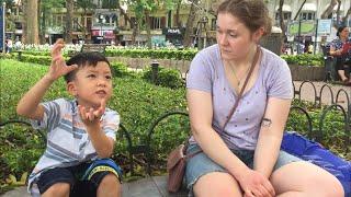 Bé 6 tuổi - Chém gió tiếng Anh với Du khách nước Ngoài   P4