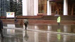 Poliția a intimidat manifestanții pașnici de la Parlament