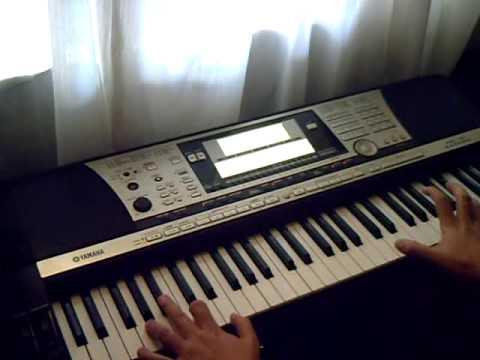 enseñando a tocar el ruidito (el sonidito) en teclado