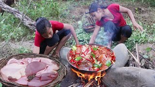 Survival cooking in forest - Cooking Beef tongue Spicy tasty for dinner