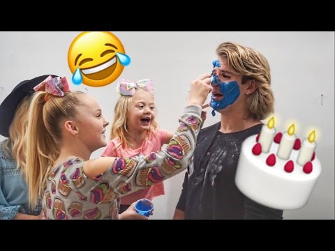 CAKE BATTLE FOOD FIGHT WITH JOJO SIWA!!!