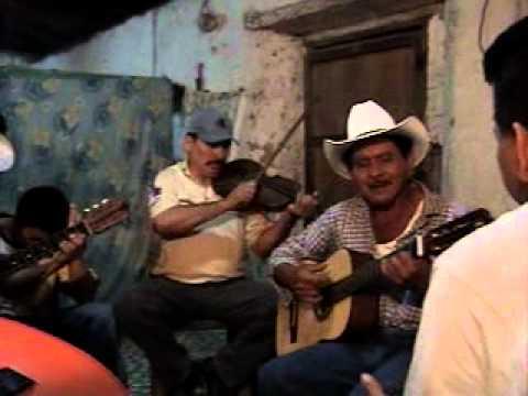 conjunto musical de Magdalena Intibuca,Honduras,puño de tierra