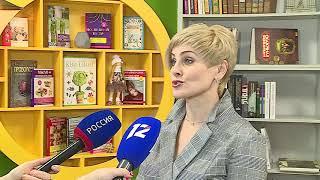 Главе региона Александру Буркову показали первую модельную библиотеку в Омске