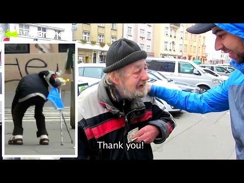 Момциве сакаа да му помогнат на некој ЧЕСЕН бездомник