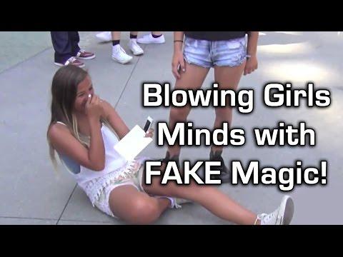 Воодушевување девојки на улица со лажен магионичарски трик