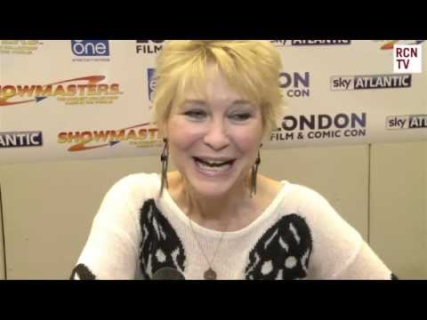 Dee Wallace Interview - E.T. Critters, Cujo & New Films - YouTube