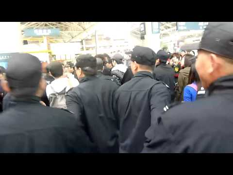[HD Fancam] 121029 EXO-M Lay @ Nanjing airport ㅠㅠ