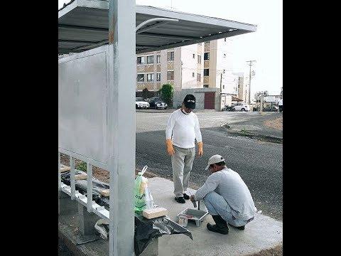 Cansados de esperar, moradores reformam cobertura de ponto de ônibus