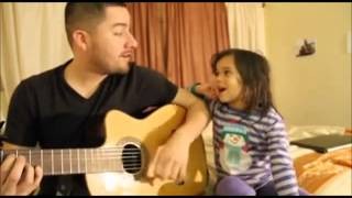 hai cha con hát siêu dễ thương
